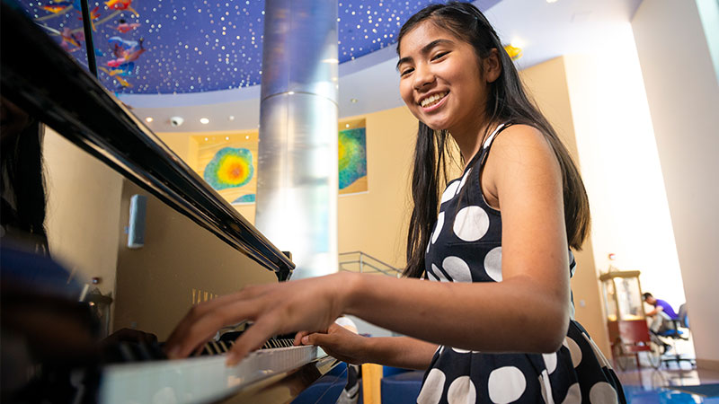 Girl hand surgery patient playing the piano