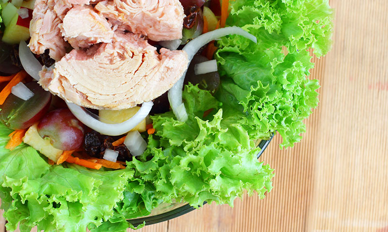 tuna salad with grapes